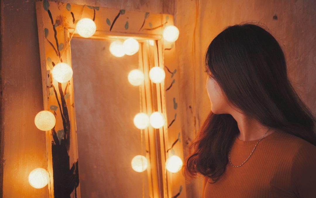 kosmetyczny kacik za pomoca oswietlenia 1080x675