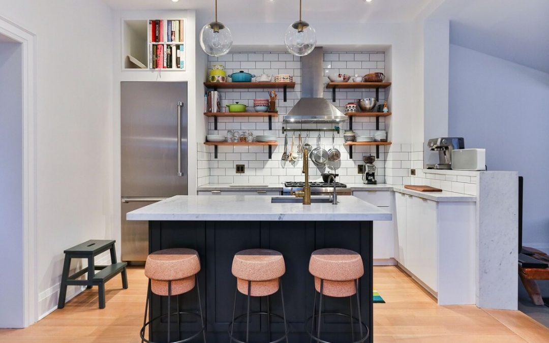 kuchnia na poddaszu oswietlenie 1080x675